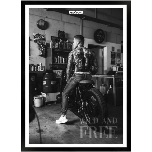 Wild and free by Alex Pohl   Poster mit Holzrahmen 50x70 cm