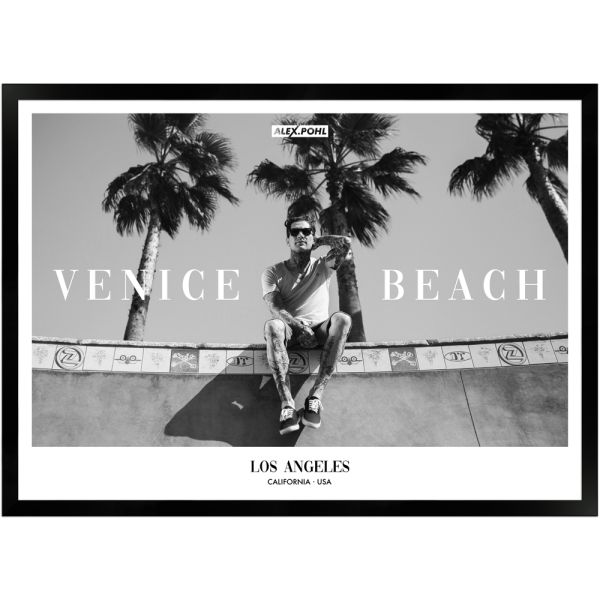 Venice Beach by Alex Pohl | Poster mit Holzrahmen 50x70 cm