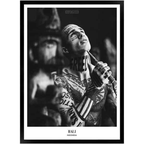 Bali Indonesia Tattoo Boy by Alex Pohl | Poster mit Holzrahmen 50x70 cm